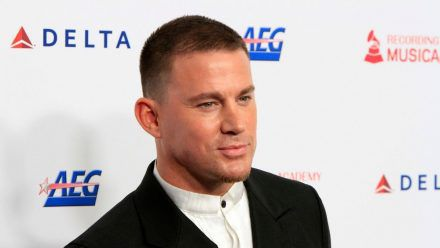 Riesen-Ehre: Channing Tatum darf endlich Versace tragen