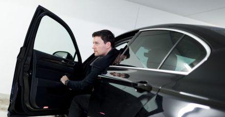 Der Arbeitgeber kann von den Nutzern eines Firmenwagens aus rechtlichen Gründen verlangen, dass sie ihr Auto in einer Garage unterstellen.