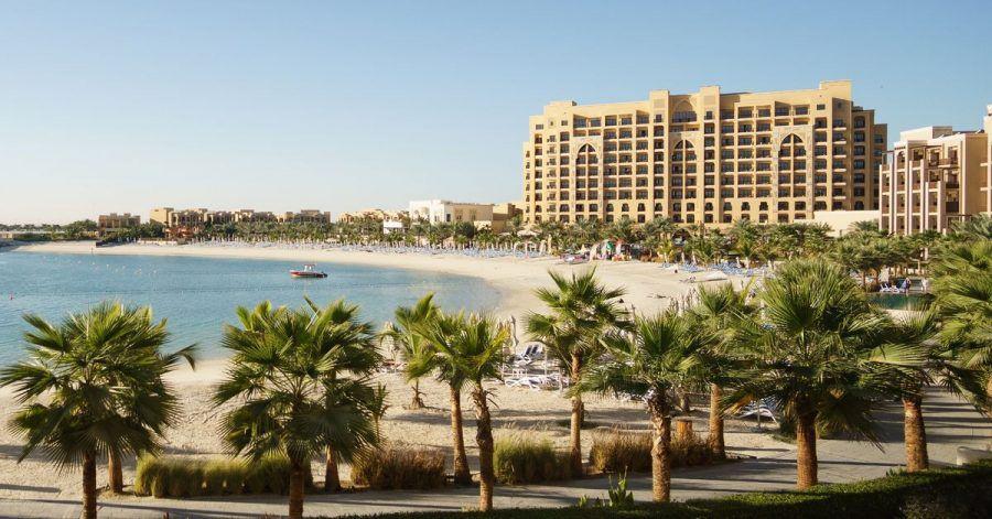 Ob Hotel, Resort oder Resort-Hotel: Urlauber sollten checken, ob die Unterkunft zu den eigenen Bedürfnissen passt.