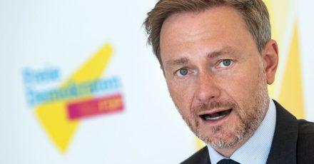 Christian Lindner, Vorsitzender der FDP-Bundestagsfraktion, äußert sich vor der Sitzung der FDP-Fraktion im Deutschen Bundestag.