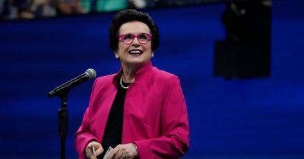 Der frühere Tennisstar Billie Jean King war bei der Grundsteinlegung eines LGBTQ+-Museums in New York dabei.