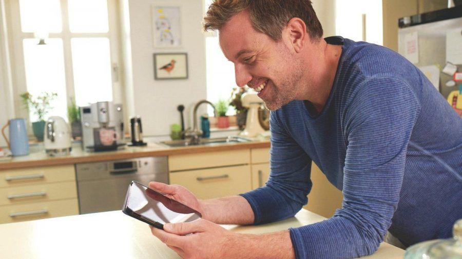 Smartphones und viele andere Elektrogeräte wecken Emotionen in uns. (aha/spot)