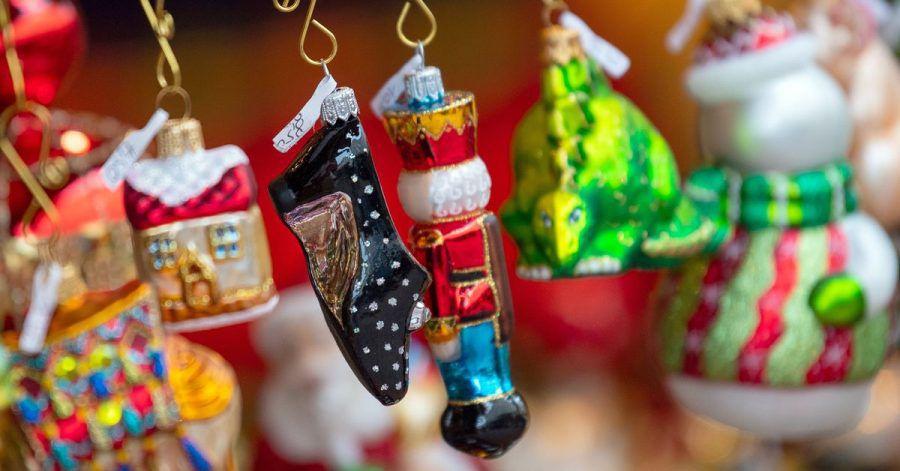 Weihnachtsbaumschmuck kann bald wieder auf dem Weihnachtsmarkt gekauft werden.