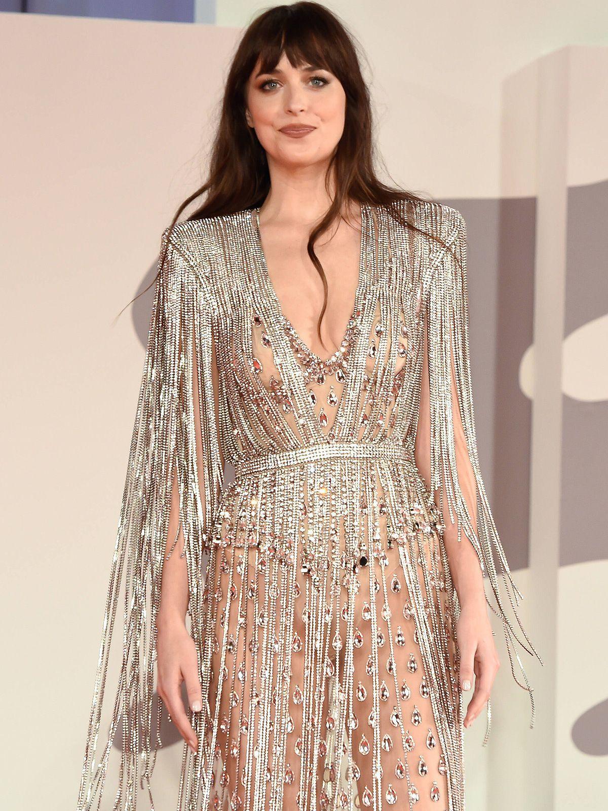 Dakota Johnson halbnackt in Gucci