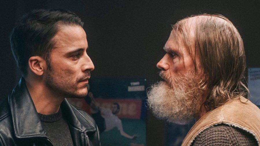 """""""Die Heimsuchung"""": Ben (Kostja Ullmann, l.) traut Timmis Vater (Michael Witte) nicht. (cg/spot)"""