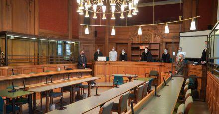 Blick in einen Saal des Kriminalgerichts Moabit kurz vor Beginn des Prozesses gegen den 30-jährigen, der die Rohrbomben gebaut und gezündet haben soll.