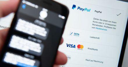 Die neuen Regeln für Kreditkartenzahlungen im Netz gelten nun seit einem halben Jahr. Laut Bafin bringen sie mehr Sicherheit.