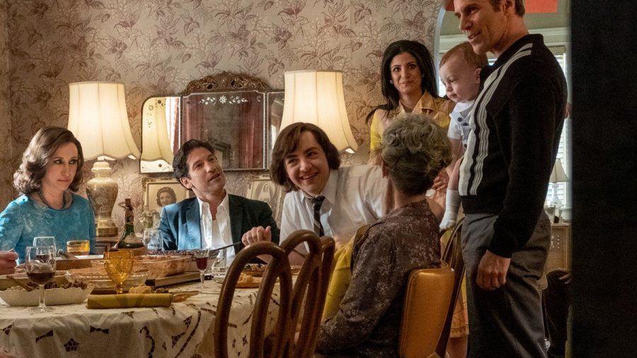 """Ein junger Tony Soprano (Michael Gandolfini, Mitte) steigt in den """"Familienbetrieb"""" ein. (stk/spot)"""