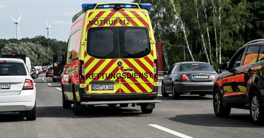 Die Rettungsgasse dient Einsatzkräften dazu, möglichst schnell zum Ort des Geschehens zu gelangen.