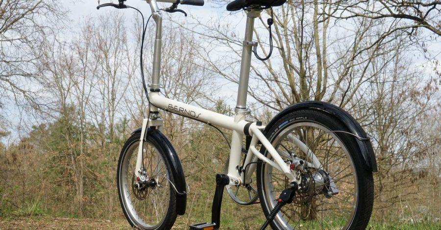 Das Faltrad aus Süddeutschland rollt auf 20-Zoll-Felgen und verspricht damit ein weit weniger zappeliges Fahrverhalten, wie man es sonst von Modellen mit kleineren Rädern kennt.
