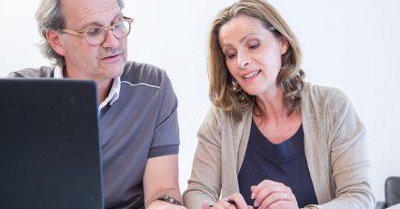 Ob sich eine Rentenversicherung auszahlt, hängt unter anderem vom Rentenfaktor ab. Eine Studie zeigt: Ein niedriger Rentenfaktor ist für die Versicherten ungünstig.