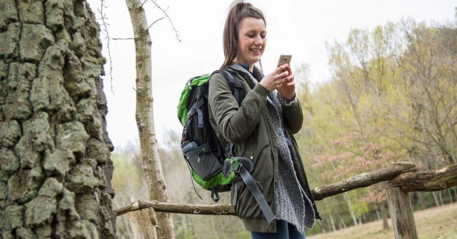 Das Handy verrät, wo es langgeht: Wander-Apps helfen bei der Tourenplanung und Navigation unterwegs.