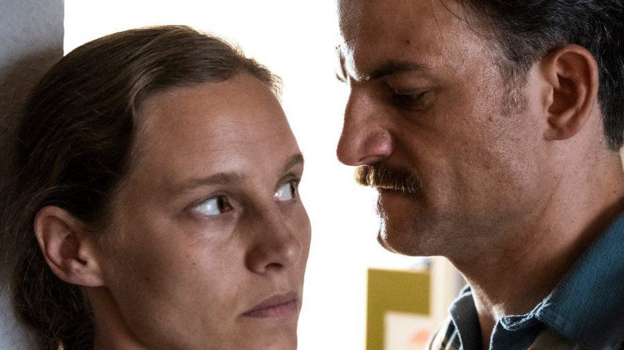 """""""Tatort: Der Reiz des Bösen"""": Ines (Picco von Groote) hat sich in den Häftling Basso (Torben Liebrecht) verliebt. (amw/spot)"""