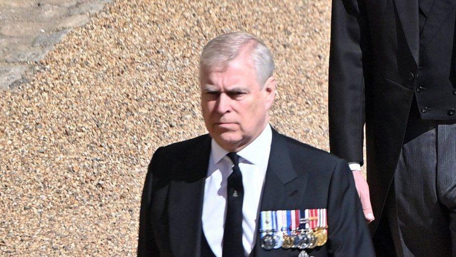 Prinz Andrew bei der Beerdigung von seinem Vater, Prinz Philip. (smi/spot)