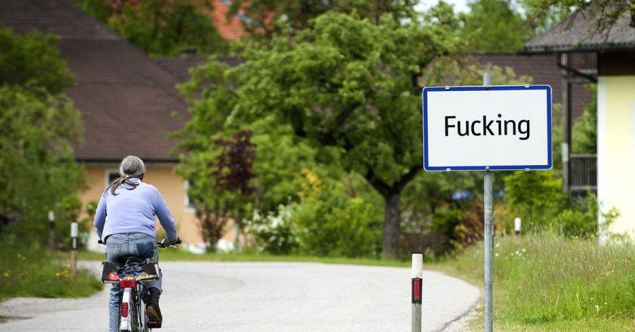Das Ortsschild von «Fucking» (2012).