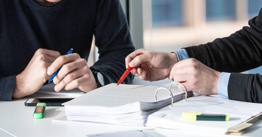 Unabhängigen Rat einholen: Ob es sich lohnt einen Versicherungsvertrag zu kündigen, hängt von mehreren Faktoren ab.