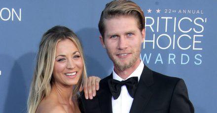 US-Schauspielerin Kaley Cuoco (l.) und Karl Cook bei den Critics' Choice Awards.
