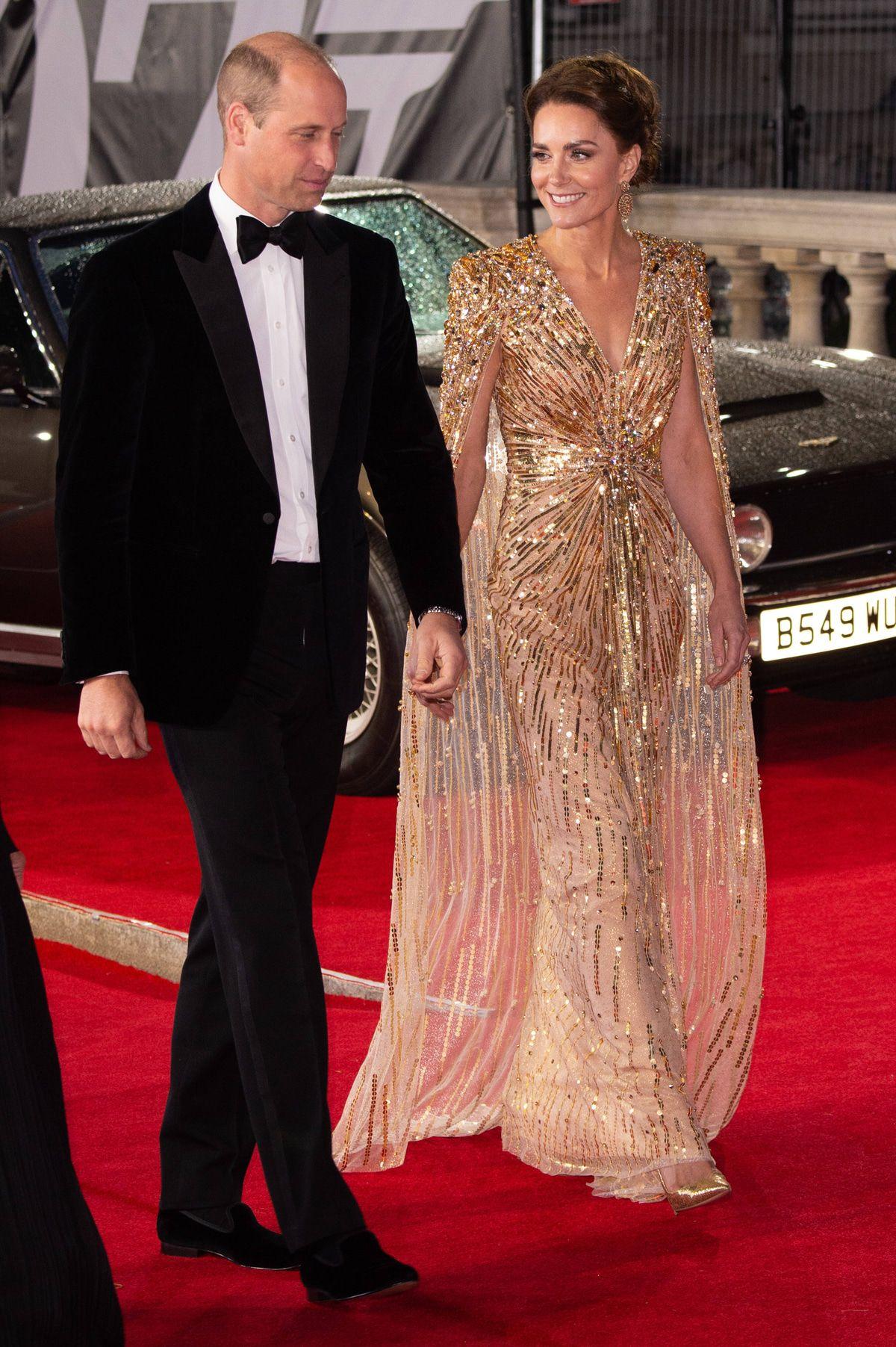 Ganz in Gold: Herzogin Kate funkelt bei Bond-Premiere