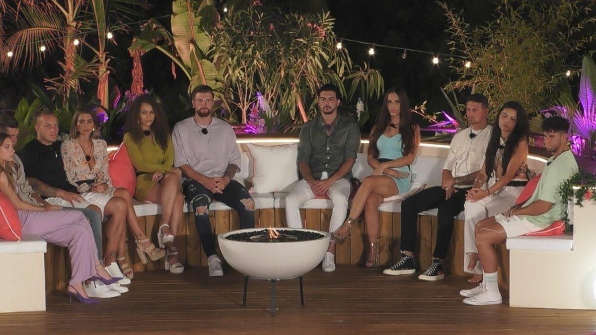 """""""Love Island"""" Tag 14: Ein Couple muss die Villa für immer verlassen!"""