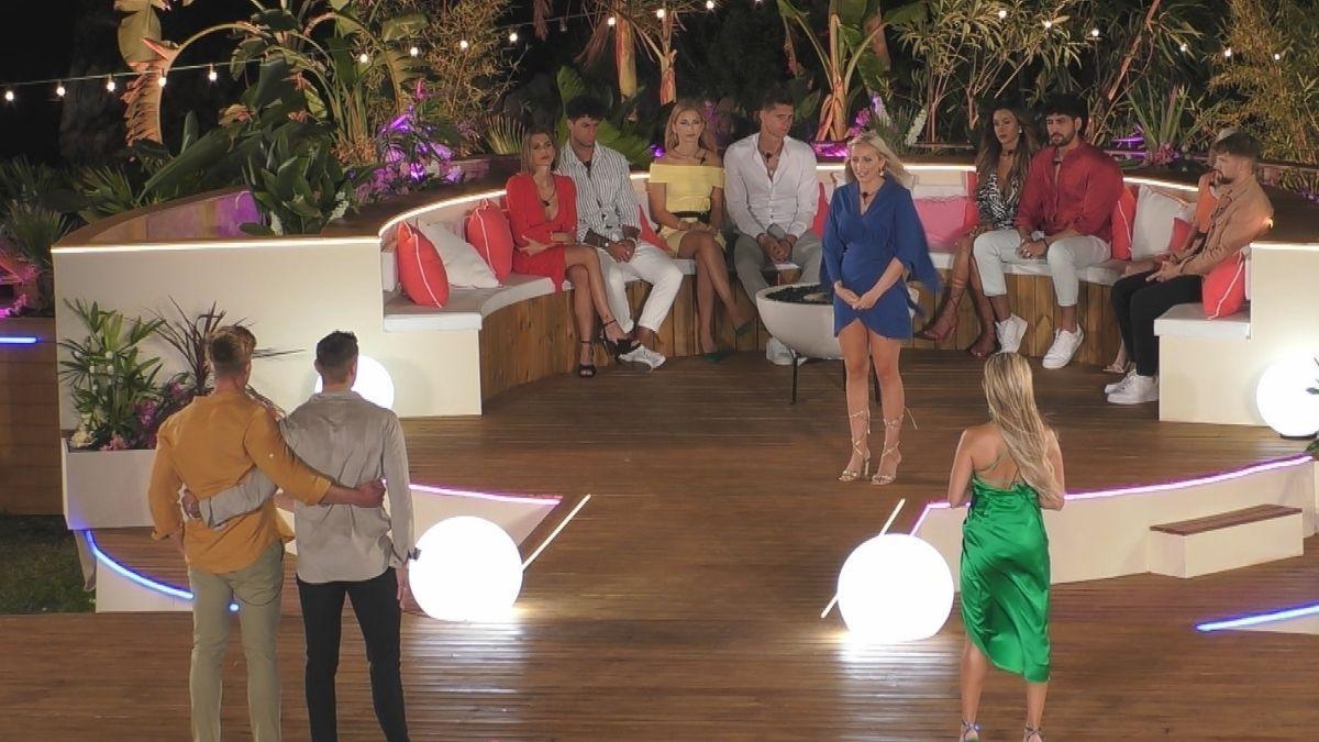 """""""Love Island"""" Tag 4: Jannik zwischen zwei Frauen, muss er nun die Villa verlassen?"""