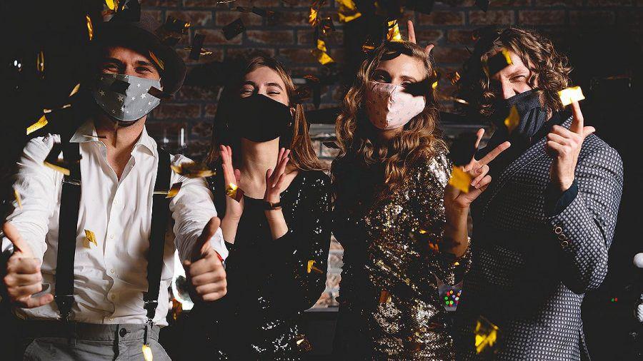 Mallorcas Tanzflächen öffnen wieder: Tanzen nur mit Maske, wer nicht tanzt muss sitzen!
