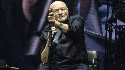 Letzte Tour: Phil Collins im Rollstuhl, sein Sohn hinterm Schlagzeug
