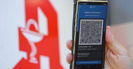 Eine Mitarbeiterin einer Münchner Apotheke soll gemeinsam mit Komplizen dafür nötige QR-Codes gefälscht und imInternet verkauft haben.