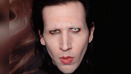Die Klage gegen Marilyn Manson wegen sexuellen Missbrauchs bleibt bestehen. (tae/spot)