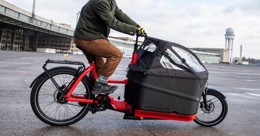 E-Lastenräder fahren sich nicht ganz so einfach. Deshalb sollte man sie ausprobieren, bevor man kauft.
