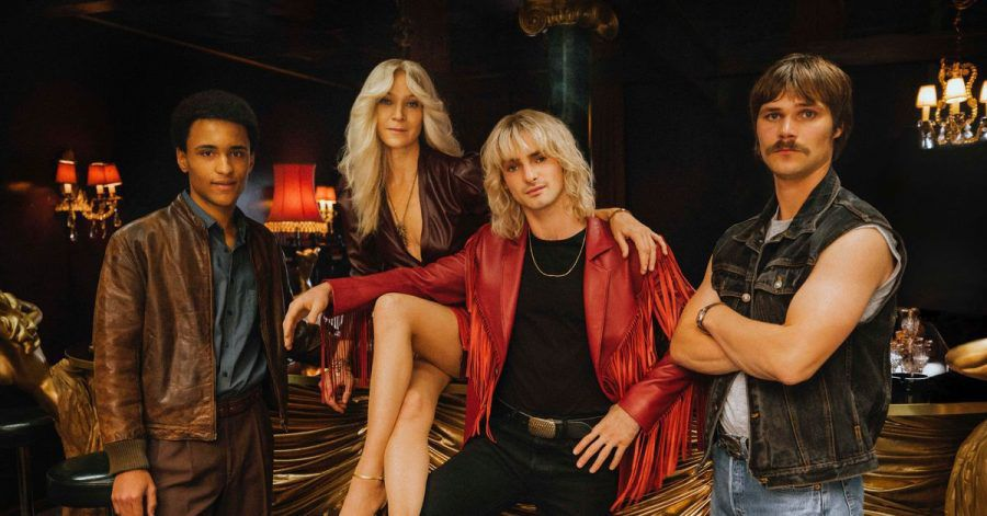 Die 80er werden wieder lebendig: Noah Tinwa (l-r), Jeanette Hain, Aaron Hilmer und Henning Flüsloh bei den Dreharbeiten.