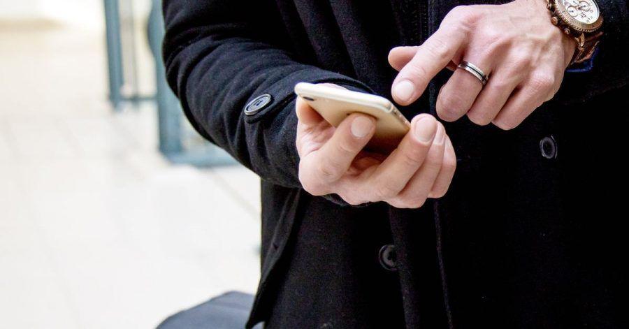 Flugreisende können nicht nur online einchecken, sondern oft auch schon ihre Impf-, Genesungs- und Testnachweise hochladen.