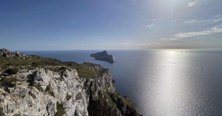 Mallorcas wilde Seite: Der Ausblick vom Weg zum Trapistenkloster La Trapa ist atemberaubend.