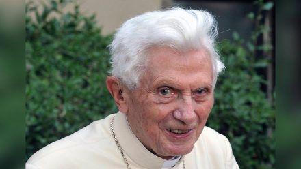 Wünscht sich in einem Schreiben ein baldiges Jenseits: Der emeritierte Papst Benedikt XVI. (dr/spot)