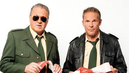 """Christian Tramitz (r.) als Hubert und Michael Brandner als Girwidz in """"Hubert ohne Staller"""". (wue/spot)"""