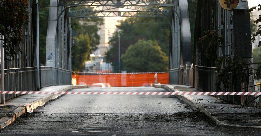 Die Brücke Ponte dell'Industria ist nach einem Brand schwer beschädigt.