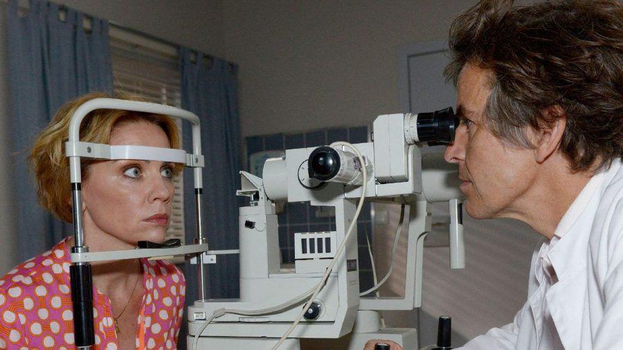"""""""GZSZ"""": Yvonne erhält von ihrem Arzt Dr. Vancik eine niederschmetternde Diagnose. (cg/spot)"""