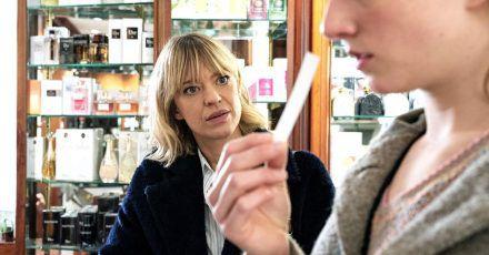 Ellen Berlinger (Heike Makatsch, l.)  mit ihrer Zeugin Rosa (Henriette Nagel).