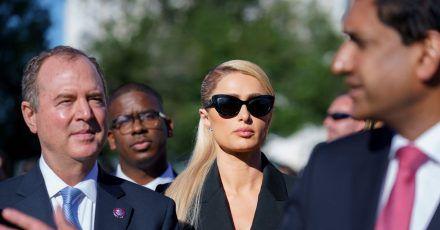 Paris Hilton unterstützt die Gesetzgebung zur Einführung eines Gesetzes über die Rechte von Kindern, die in Heimen untergebracht sind.