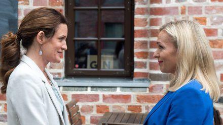 """""""Rote Rosen"""": Tatjana (l.) und Mona sind glücklich, dass sie einander nicht verlieren. (cg/spot)"""