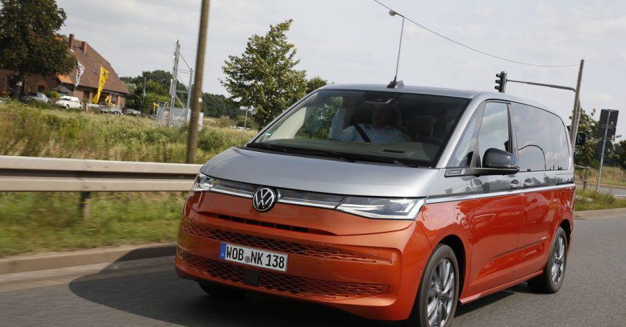 Auch vor dem VW Multivan macht die Elektrifizierung keinen Halt. Der T7 bekommt einen Stecker.