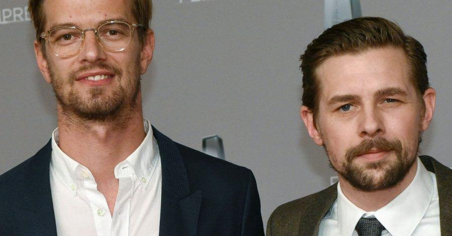 Joko Winterscheidt (l) und Klaas Heufer-Umlauf bei der Verleihung des Deutschen Fernsehpreises 2017.