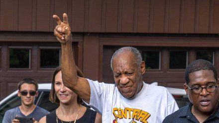 Bill Cosby unmittelbar nach seiner Freilassung im Juni 2021. (dr/spot)