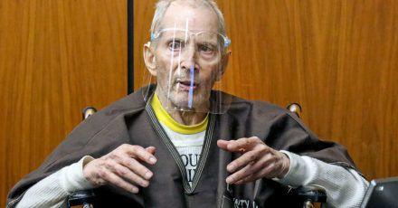 Dieses Archivbild zeigt den 78-jährigen Robert Durst während des Prozesses in einem kalifornischenGerichtssaal. Der Millionär und Immobilienerbe ist wegen Mordes an einer Freundin vor über 20 Jahren zu lebenslanger Haft ohne Bewährung verurteilt worden.