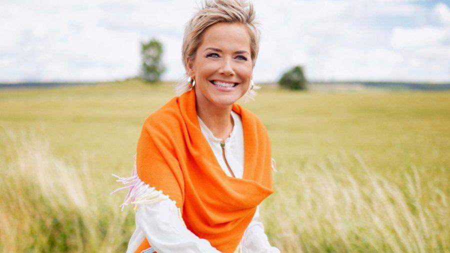 """Inka Bause moderiert auch die 17. Staffel von """"Bauer sucht Frau"""". (eee/spot)"""