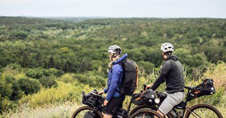 Bikepacking führt oft mitten in die Natur - dort sollten sich Radfahrer aber auch zu verhalten und benehmen wissen.