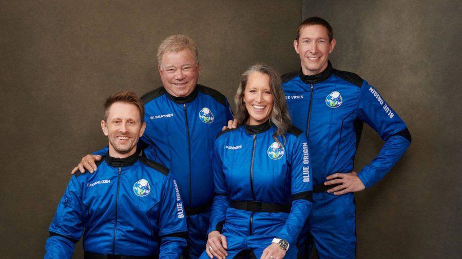 William Shatner (2.v.l.) und seine Crew: Audrey Powers, Chris Boshuizen (l.) und Glen de Vries. (stk/spot)