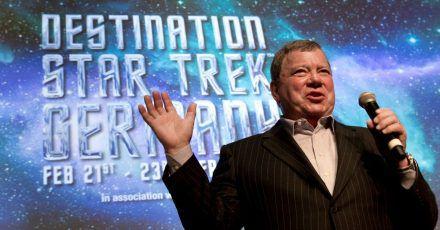 Schauspieler William Shatner, bekannt geworden als Captain Kirk in der Fernsehserie «Star Trek», bei einer Pressekonferenz. Shatner soll erstmals wirklich ins All fliegen.