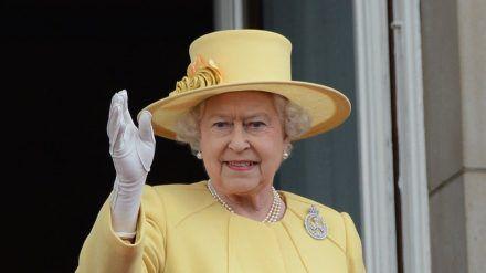 Queen Elizabeth II. soll nach ihrem Krankenhausaufenthalt in guter Verfassung sein. (tae/spot)