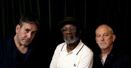 Terry Hall (l-r),  Lynval Golding und ?Horace Panter wollten unbedingt mal wieder «fröhlichen Lärm» machen.