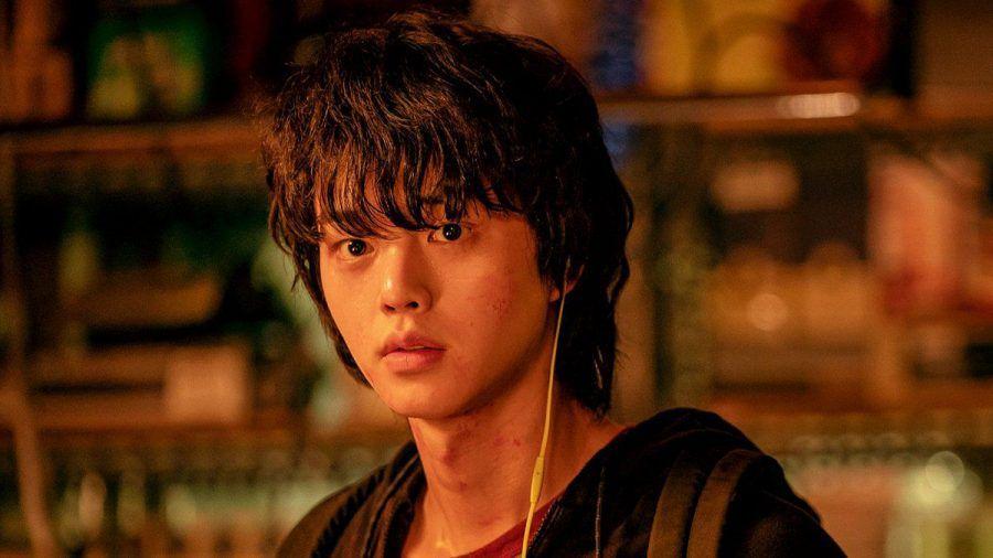 "Cha Hyun-soo (Song Kang) geht in ""Sweet Home"" auf Monsterjagd. (aha/spot)"